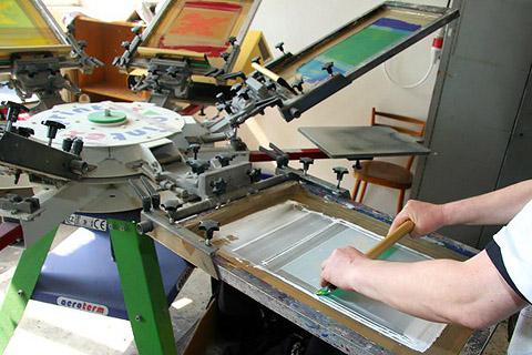 Priama textilná sieťotlač na tričká