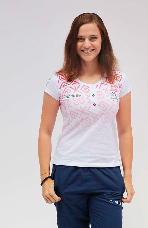 Dana Barteková v olympijskom tričku s čičmianskym vzorom.