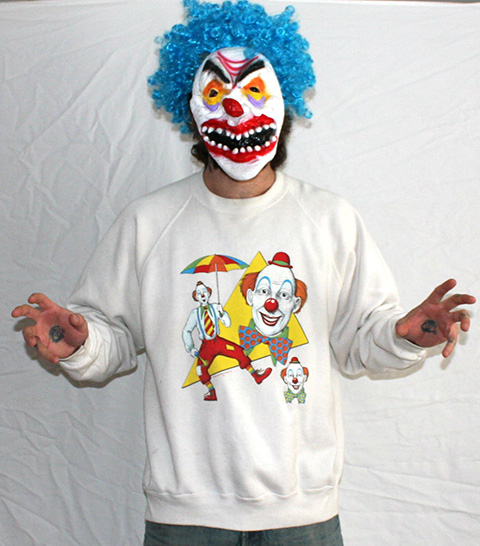 Klaun s potlačou na tričku Klauni